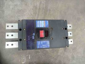 NEVER USED TEMBREAK 1600AMP CIRCUIT BREAKER - picture1' - Click to enlarge