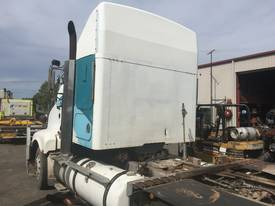 Dismantling  kenworth T604 - picture2' - Click to enlarge