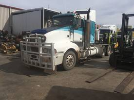 Dismantling  kenworth T604 - picture0' - Click to enlarge