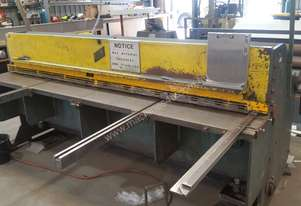Metal Guillotine - Kleen for sale 2.4m x 4mm. Used