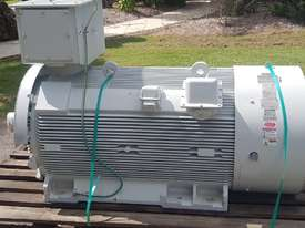 350 kw 4 pole 6600 volt AC Electric Motor - picture1' - Click to enlarge