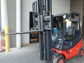 H18T Genuine Preowned Linde 1.8 Tonne Forklift - picture2' - Click to enlarge