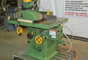 Heavy duty spindle moulder with feeder