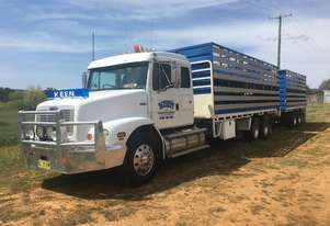 Freightliner FL112 Stock/Cattle crate Truck
