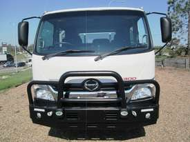 Hino 921- 300 Series Tray Truck - picture2' - Click to enlarge