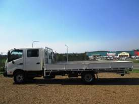 Hino 921- 300 Series Tray Truck - picture8' - Click to enlarge