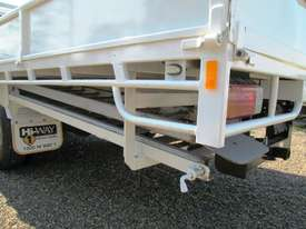 Hino 921- 300 Series Tray Truck - picture15' - Click to enlarge