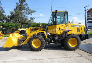Komatsu WA100 Wheel loaders + Attachments MACHWL