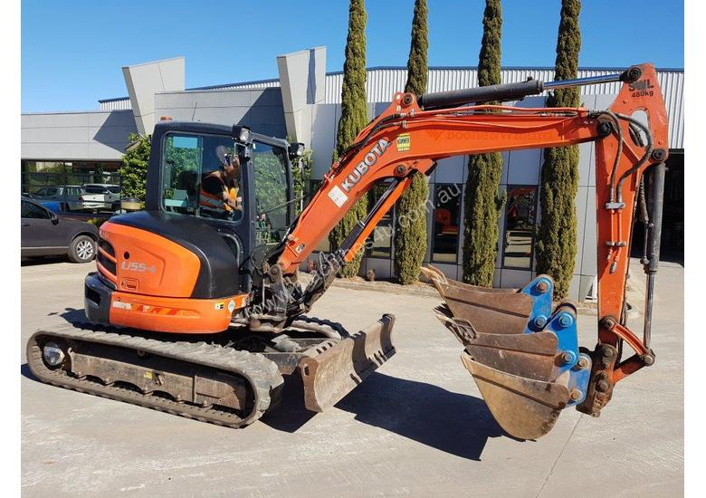 USED KUBOTA U55-4 EXCAVATOR WITH FULL A/C CABIN, QUICK HITCH, 4 BUCKETS, RUBBER TRACKS AND 4036 HOUR