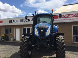 New Holland T8.390 FWA/4WD Tractor - picture4' - Click to enlarge