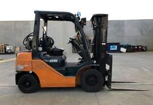 Toyota 32-8FG25 Container Forklift - The ever reliable 8 series!