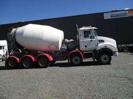 2009 mack 10x4 agitator - picture1' - Click to enlarge