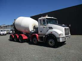 2009 mack 10x4 agitator - picture0' - Click to enlarge