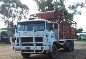 INTERNATIONAL ACCO Acco Cattle truck
