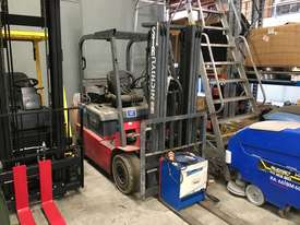 1.8T 4 Wheel Battery Electric Forklift - picture0' - Click to enlarge
