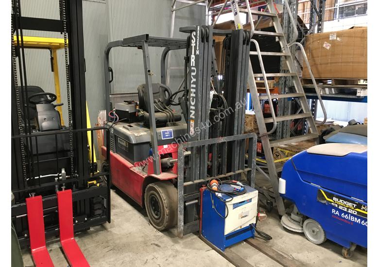 1.8T 4 Wheel Battery Electric Forklift
