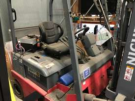 1.8T 4 Wheel Battery Electric Forklift - picture2' - Click to enlarge