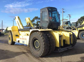 9.0T Diesel Reach Stacker - picture1' - Click to enlarge