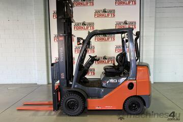 2014 TOYOTA COMPACT 62-8FDK 3 TONNE DIESEL FORKLIFT 2 STAGE 4500 mm CLEARVIEW MAST LOCATED COOPERS P