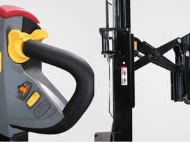 Hyundai 15ERS WALKIE REACH STACKER - Hire - picture0' - Click to enlarge