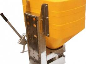 MB IE Series 12volt Spreader - picture0' - Click to enlarge