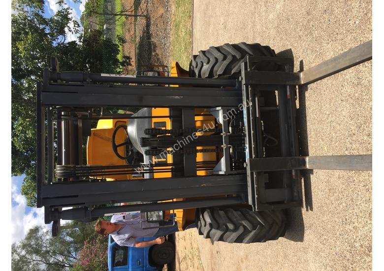 NEW 2.5T UROMAC Cont.Entry 4WD Diesel DTH25 Forklift