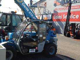 Genie GTH2506 COMPACT FORKLIFT TELEHANDLER  - picture3' - Click to enlarge