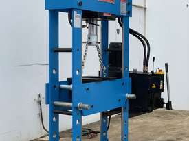 66Ton Fixed & Sliding Head Heavy Duty Industrial Industrial Shop Press - picture1' - Click to enlarge