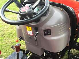 New Huaxia 40hp Tractor, with 4in1 front end loader  - picture9' - Click to enlarge