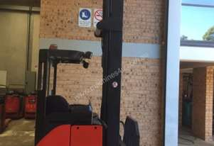 R20 sit on reach truck double deep