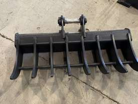 ROO ATTACHMENTS - STICK RAKE 1000MM WIDE TO SUIT 2.8 TO 3 TO 3.5 TON EXCAVATOR - picture5' - Click to enlarge