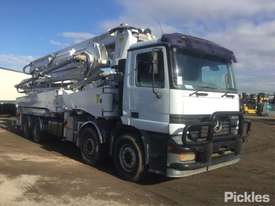 1999 Mercedes-Benz Actros 3240 - picture1' - Click to enlarge
