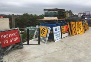 ROAD  WORKS/SPEED AND DIRECTIONAL SIGNS ALL IN  EX / CONDITION