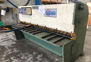 Just Traded - Quick Sale 2500mm x 4mm Hydraulic Guillotine