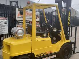 Hyster Forklift 3 Ton 3700mm lift 2002 model Side shift Fresh Paint Only $9999+gst - picture1' - Click to enlarge