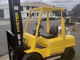 Hyster Forklift 3 Ton 3700mm lift 2002 model Side shift Fresh Paint Only $9999+gst - picture2' - Click to enlarge