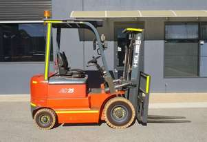 Heli 2500kg Electric Forklift with 4500mm Three Stage Mast