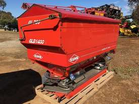 Kuhn Axera M 1102 - picture2' - Click to enlarge