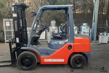 Toyota diesel 3 ton container entry mast forklift for sale 2012 built date 8fd30 4.5m lift