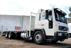 2003 VOLVO FL 250 6X2 BEAVERTAIL