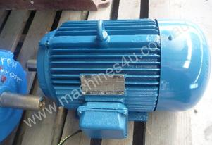 MEZ 4HP 3 PHASE ELECTRIC MOTOR/ 960RPM