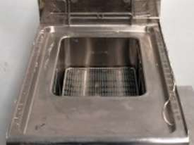 X-DEMO GOLDSTEIN BENCH TOP GAS DEEPFRYER MODEL : SKF10G - picture2' - Click to enlarge