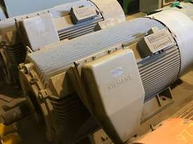 840 kw 1100 hp 4 pole 3300 volt AC Electric Motor - picture0' - Click to enlarge