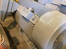 840 kw 1100 hp 4 pole 3300 volt AC Electric Motor - picture1' - Click to enlarge