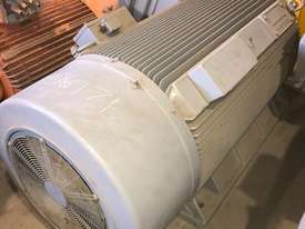 840 kw 1100 hp 4 pole 3300 volt AC Electric Motor - picture2' - Click to enlarge