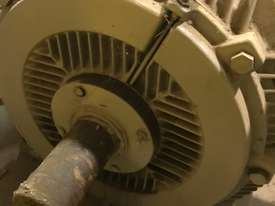 840 kw 1100 hp 4 pole 3300 volt AC Electric Motor - picture3' - Click to enlarge