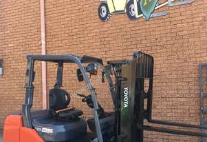 TOYOTA DIESEL FORKLIFT RACKING SPECIAL