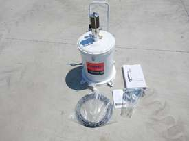 Ashita 13QB02 Air Operated Grease Pump - 2991-33 - picture0' - Click to enlarge