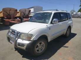 2000 Mitsubishi Pajero Exceed (NMOP45) 4x4 Wagon - picture0' - Click to enlarge