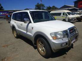 2000 Mitsubishi Pajero Exceed (NMOP45) 4x4 Wagon - picture2' - Click to enlarge